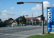 Nepotreban semafor na Zrenjaninskom putu postavljen zbog prodavnice?